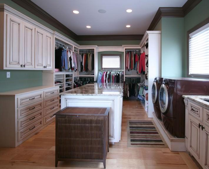 laundry,closet,painted,glazed,ideas,spacious,organized