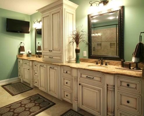 decorative posts,traditional bathroom,double vanity,spacious bathrooms