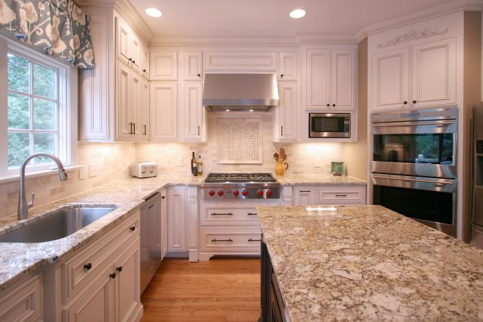 kitchen,tile backsplash,decorative details,storage space,traditonal