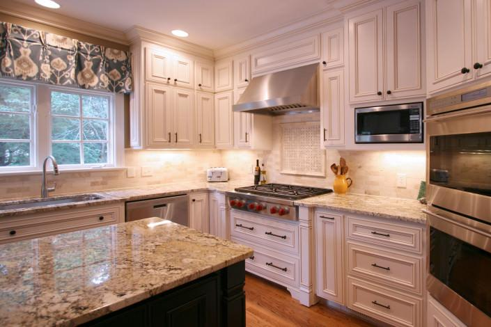 kitchen,furniture legs,tile backsplash,decorative details,traditional,ideas