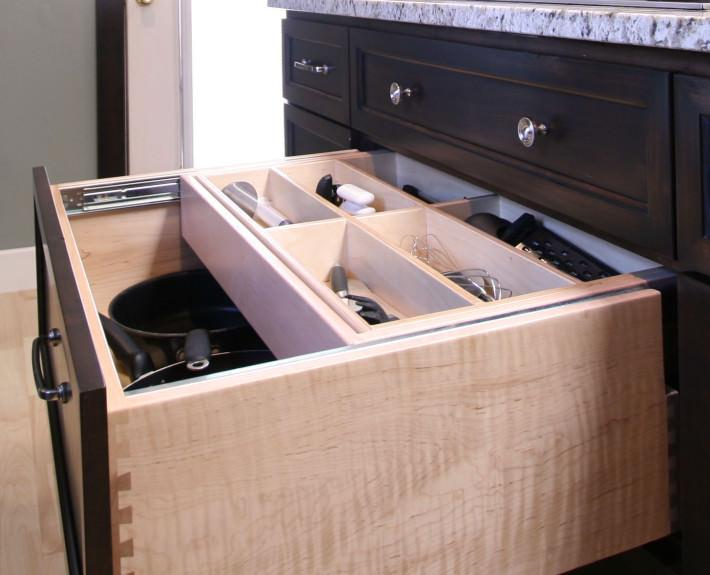 custom storage,drawer style,utensil storage,double decker drawer,dovetail drawer