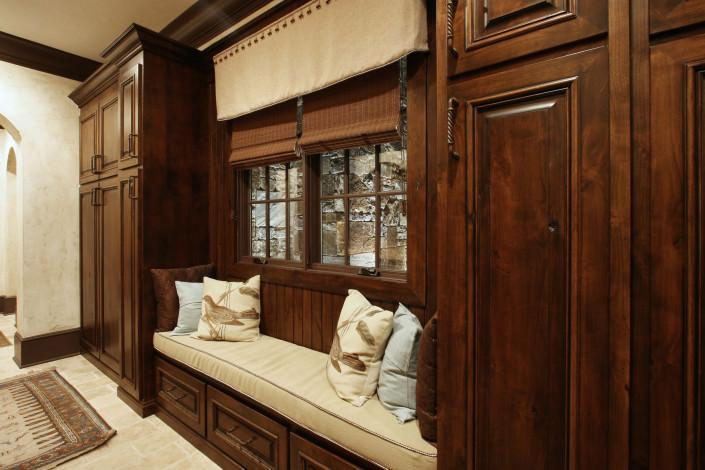 window seat,custom cabinets,mud room,storage ideas,antique bronze hardware