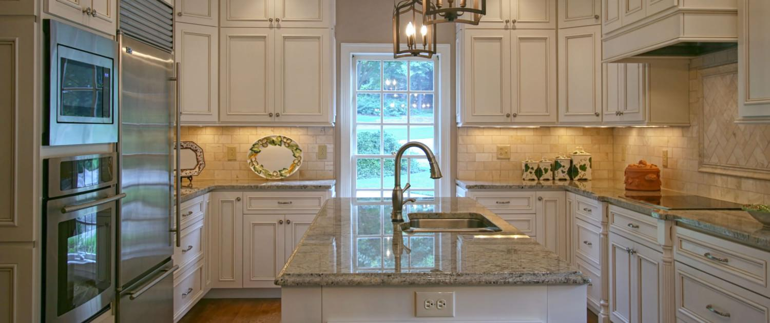 kitchen,island,prep sink,white painted and glazed,classic,ideas