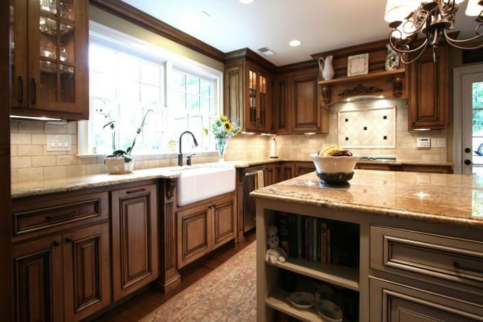 farm sink,glass front cabinet doors,decorative details