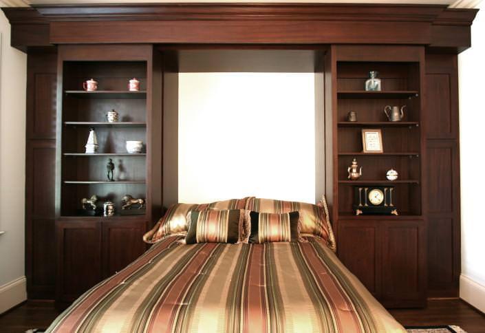 murphy bed,custom bookcase, sliding doors,guest room ideas,display shelves,hidden murphy bed