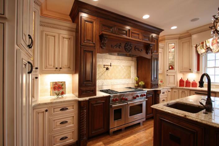 decorative trim,prep sink,gas range,kitchen ideas,traditional style