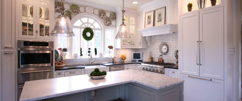 eat in kitchen,custom hood,display shelf,paneled appliances,white kitchen