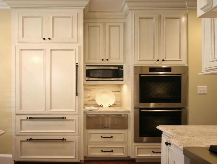 Classic white kitchen,warming drawer,double oven,paneled appliances