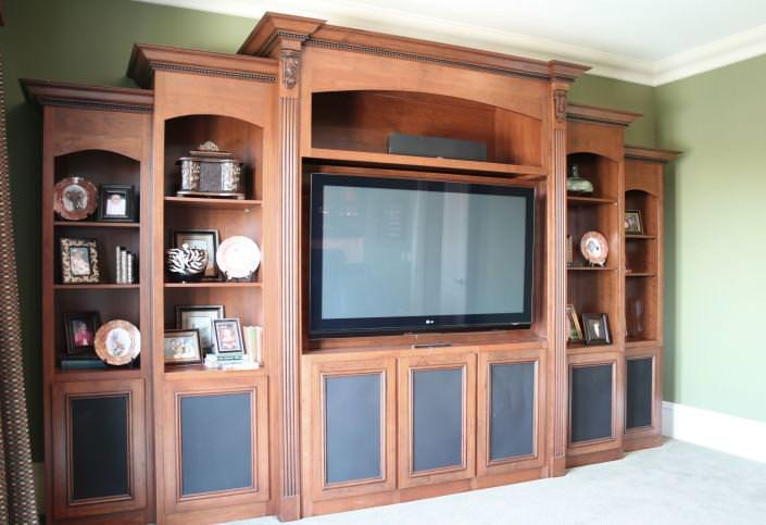 Entertainment Center,decorative details,display shelves,custom storage,traditional