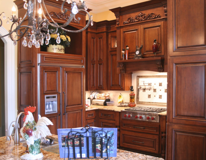kitchen,decorative details,tile backsplash, paneled appliance,traditional style