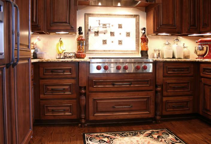 kitchen,cooktop,decorative details,pot filler,tiled backsplash,traditional