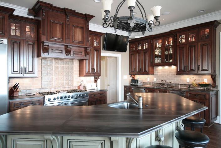kitchen,kitchen TV,display shelves, island,decorative details,corbels