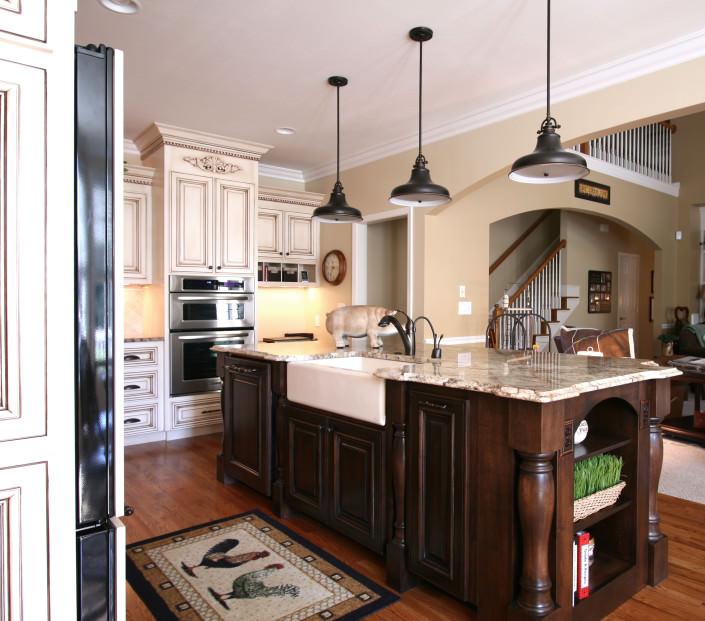kitchen,island,farm sink,decorative details,traditional style,ideas