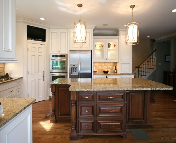 kitchen,island,two toned cabinets,decorative details,ideas
