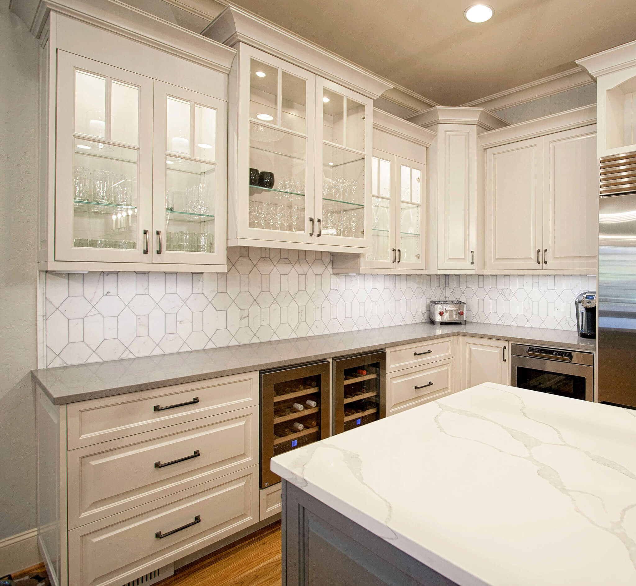 Glass Shelves Kitchen Cabinets: Quarts-countertops-backsplash-glass-cabinet-doors-glass